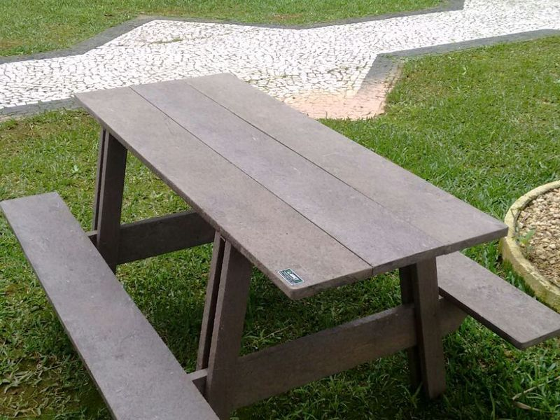 MESA PICNIC COM BANCO INTEGRADO 100% RECICLÁVEL